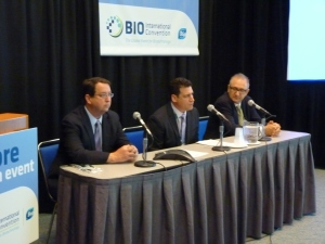 Left to Right: CIRM President and CEO C. Randal Mills, Calimmune CEO Louis Breton, Calimmume Chief Scientific Officer Geoff Symonds at today's news conference in San Diego.