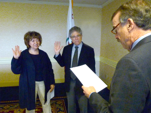 CIRM Chair Jonathan Thomas swearing in new Board members Adriana Padilla and Bob Price